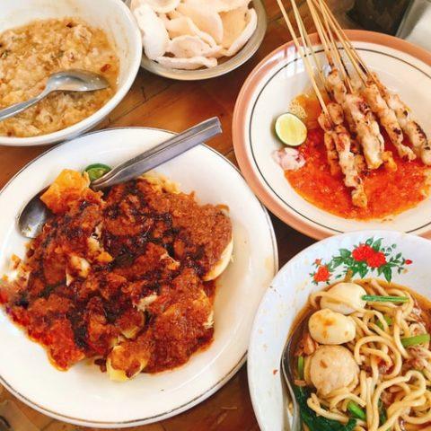 Kiai dan Tradisi Berbagi Makanan